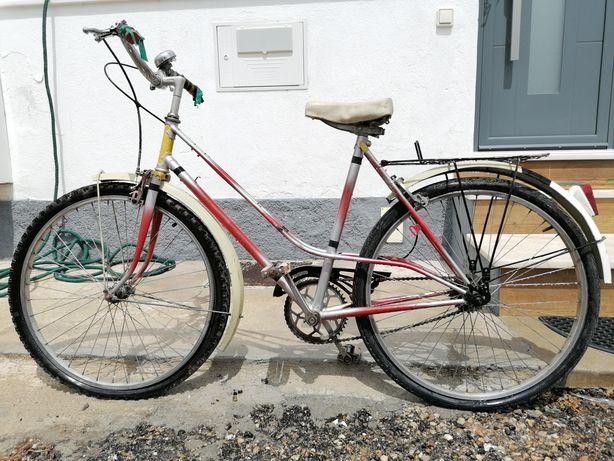 Bicicleta de senhora para recuperar