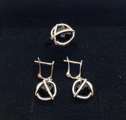 Золотой набор серьги и кольцо с черным ониксом и бриллиантами.