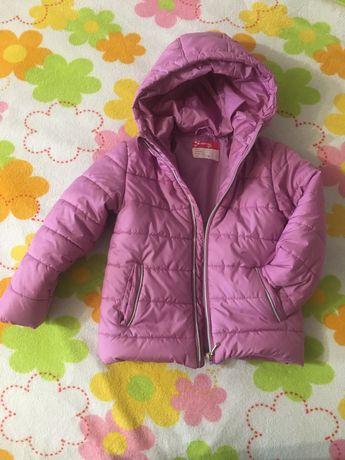 Продам демисезонную куртку на девочку
