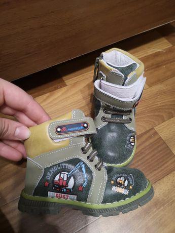 Продам демисезонные детские ботиночки