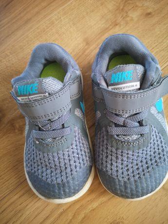 Buciki Nike r. 22