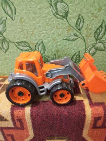 Продаю трактор(почти новый
