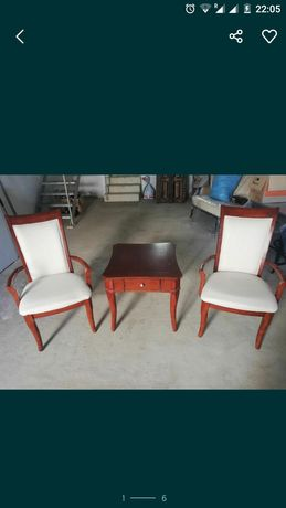 2 krzesła z małym stolikiem, bardzo solidne