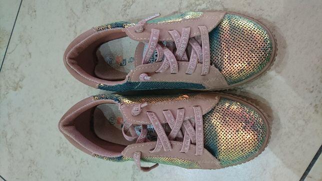 Продам детские кроссовки с пайетками