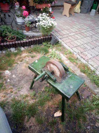 Zabytkowa ostrzałka kamień Brus ozdoba do ogrodu