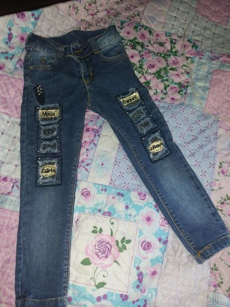 Продам джинсы на девочку 3-4 года