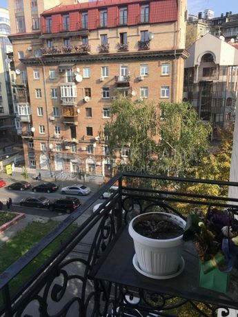 Продается квартира в историческом центре Киева, на Липках.