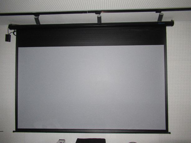 Ekran projekcyjny elektryczny 110 cali