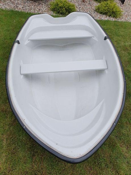 Łódka wędkarska z silnikiem