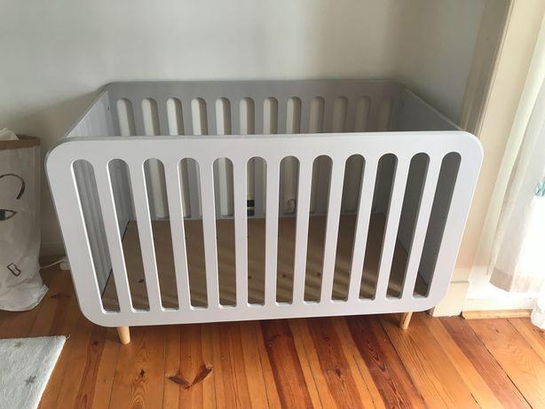 Cama para bebé com estrado regulável - colchão incluído
