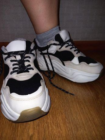 Кросівки від RESERVED