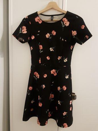 Sukienka w kwiatu hm
