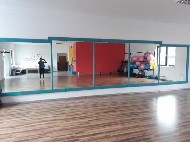Lustra lustro do sali gimnastycznej siłowni, fitness