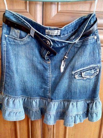 Жіночий джинсовий костюм.