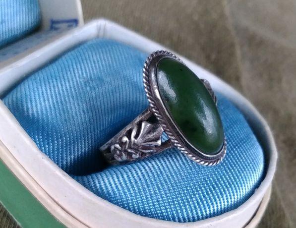 Кольцо серебряное с камнем нефрит серебро СССР - звезда 875 проба