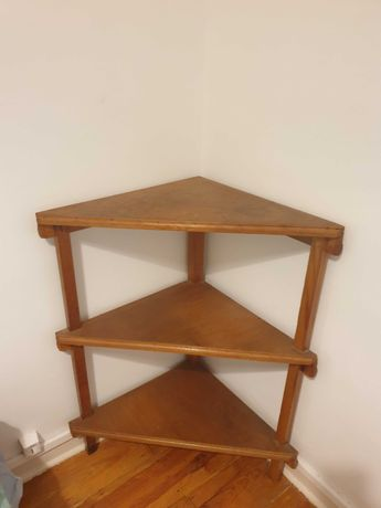 Mesa de madeira para canto de sala