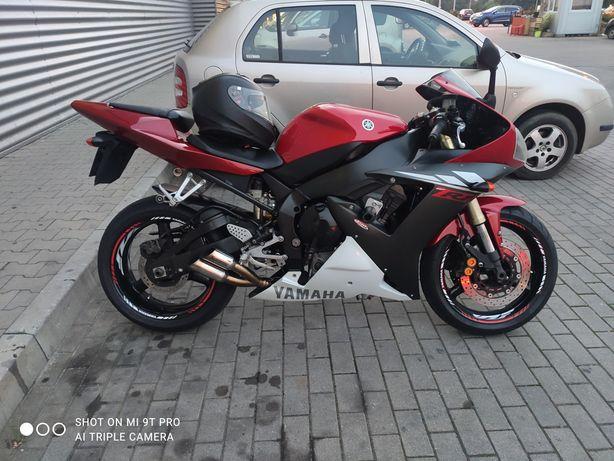 Motocykl Yamaha R1