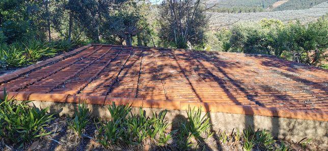 Vende-se telha usada