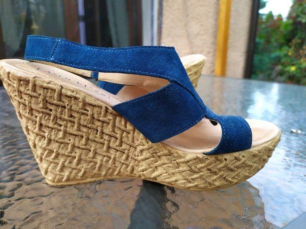 Sandały na koturnie Lasocki niebieskie