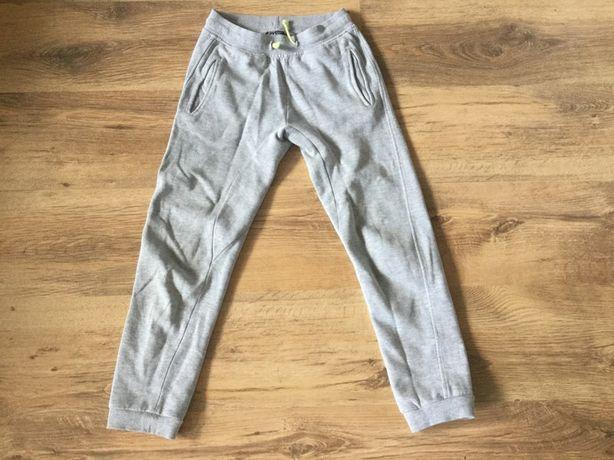 Spodnie dresowe dresy Carry rozm. 140