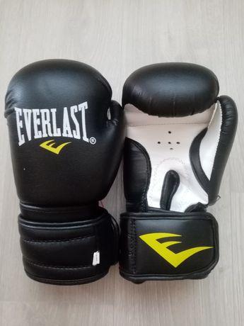 Перчатки для бокса, карате