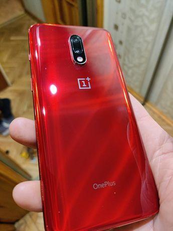 One Plus 7 8/256Gb Red в идеальном состоянии + чехлы