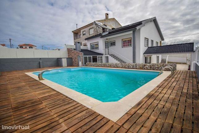 Moradia V7 c/ garagem, piscina e terraço no Magoito