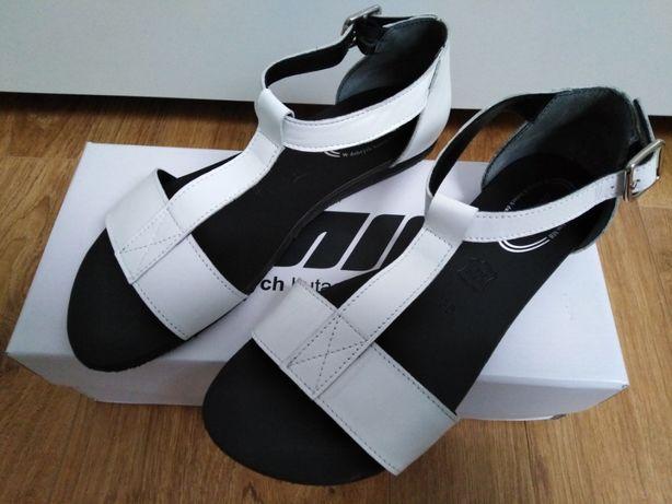 NOWE, białe sandały 7MIL