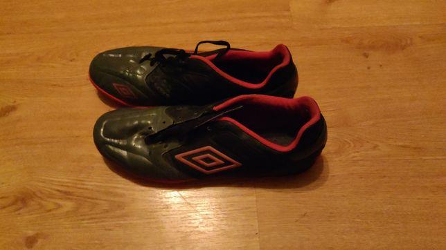 Umbro sportowe buty grafitowe 46 30 cm