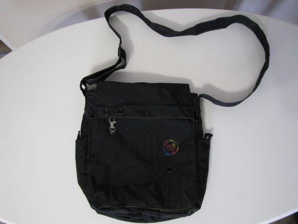 Sportowa czarna torba