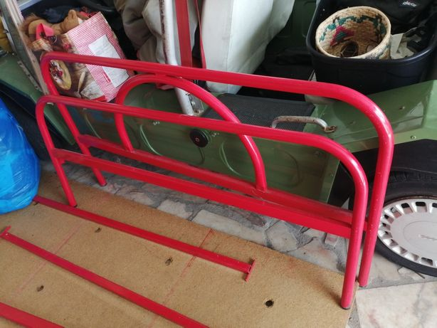 Cama de ferro + 2 mesinhas de cabeceira OFERTA estrado