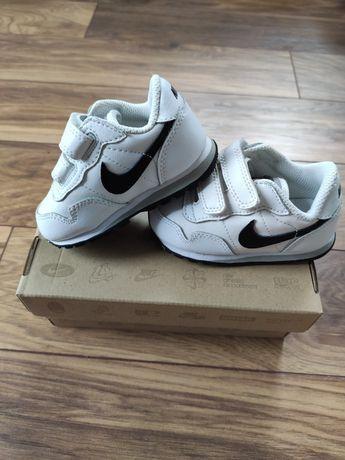 Adidasy Nike roz 19