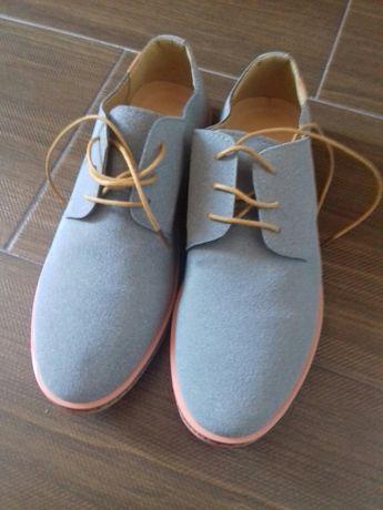 Sapatos novos nr. 43
