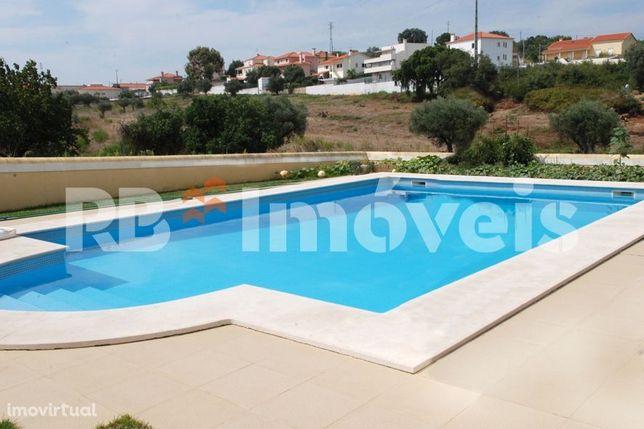 Moradia T4 Isolada com piscina e garagem - Tomar
