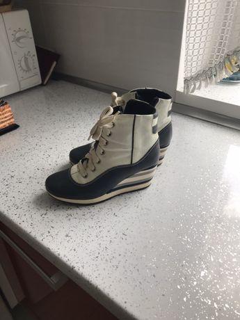 Осінні шкіряні снікерси черевички