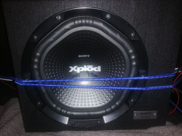 Subwoofer Sony Xplod 1800W / Amplificador Venom Caliber 1600w