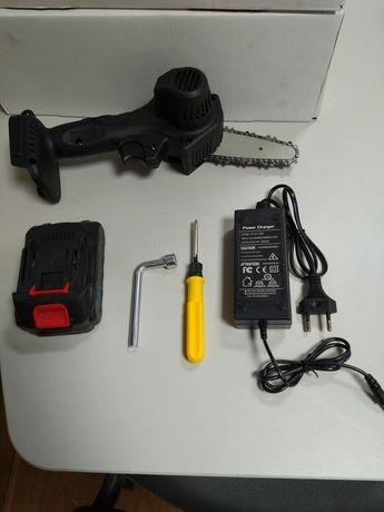 Mini serra elétrica