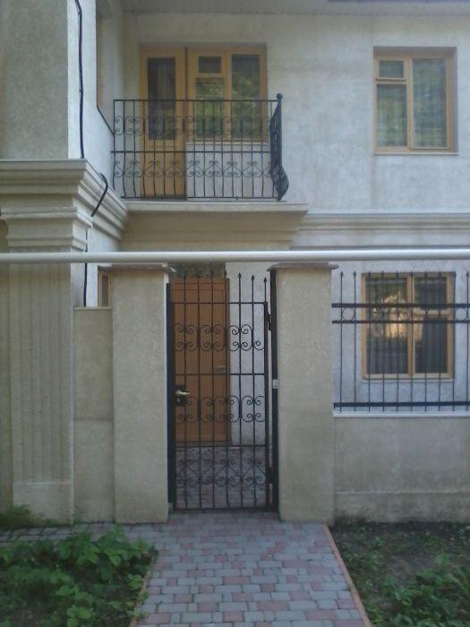 Сдам посуточно 2эт дом 11мест 4 комн., Львовская/Равенства, 13 фонтана-1