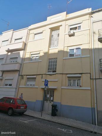 Apartamento renovado com Terraço na Penha de França