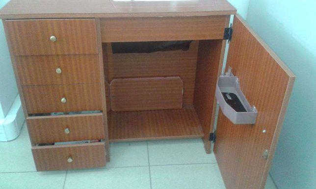 Móvel para máquina de costura domestica