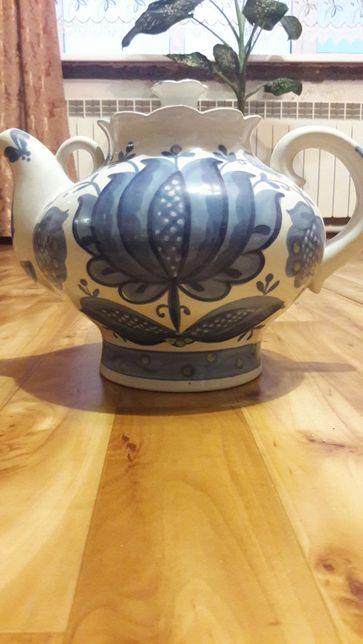 Большой фарфоровый чайник