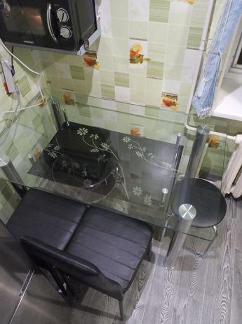 Продам обеденный стол со стульями