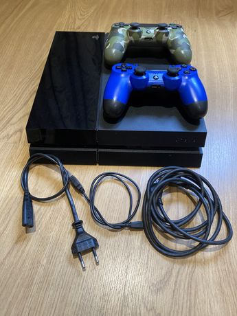 PS4 1TB c/2 comandos + cabos + 2 jogos