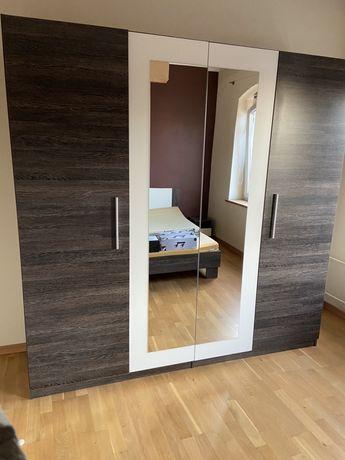 Pojemna podwójna szafa z lustrem