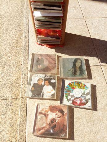 Caixa de cds com cds incluido