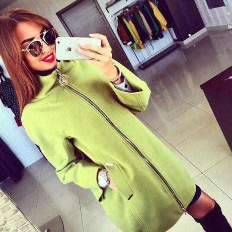 Стильное и яркое пальто размер М