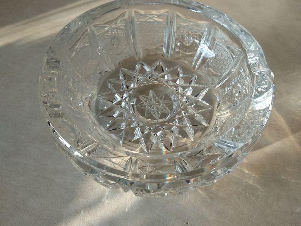 Kryształowa popielniczka, kryształ