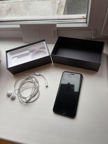 Продам айфон 8 на 64 гиг