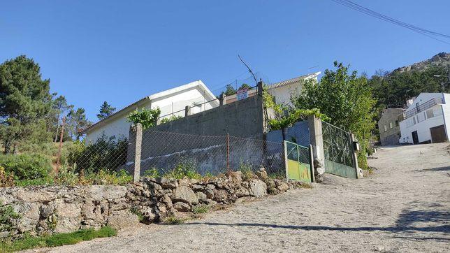 Casa com terrenos no Sabugueiro - Serra da Estrela
