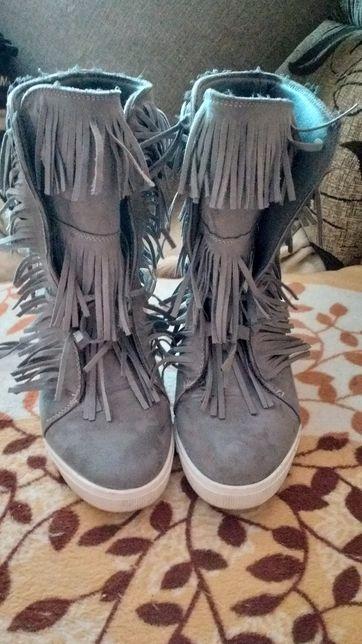 Buty na koturnie z frędzlami siwe/Zamienię